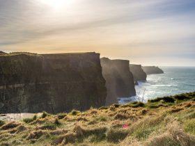cliffs-of-moher-2551590_1920